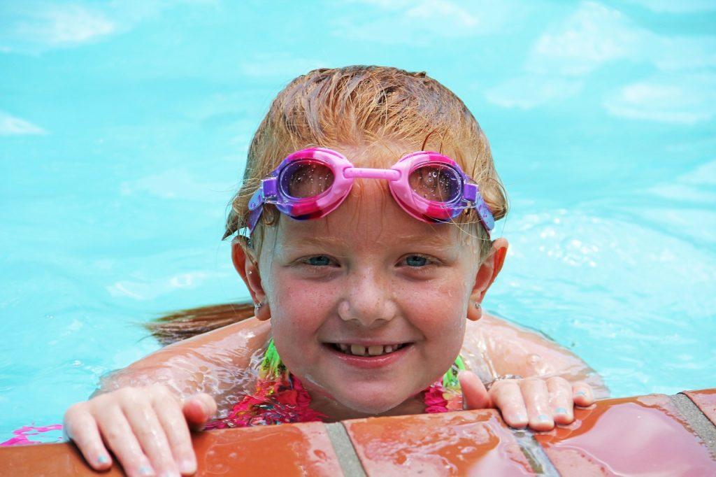 trucos para que no se empanen las gafas de piscina