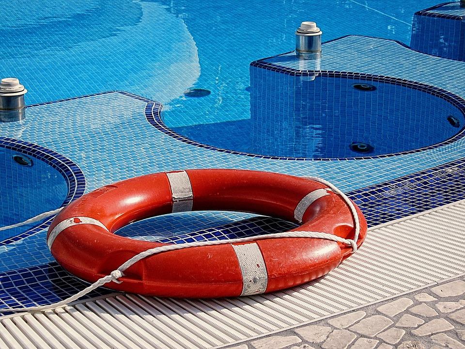 Obligaciones del socorrista de piscina