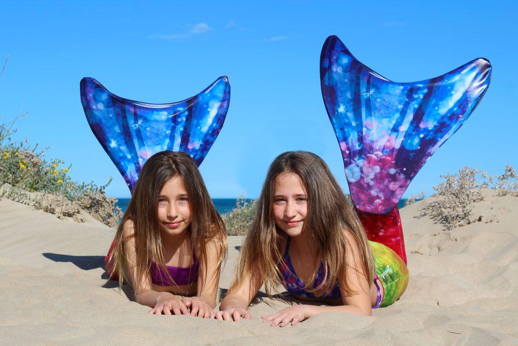 cola de sirena multicolor niñas playa piscina nadar escuela de sirenas valencia